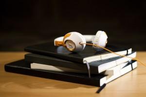 headphones-925799